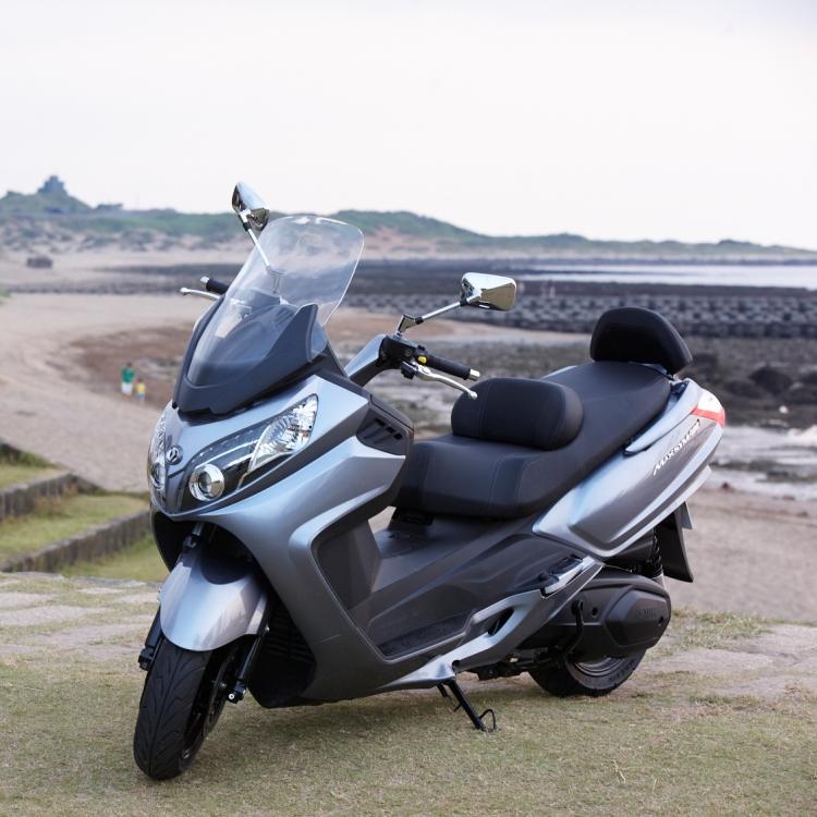 MaxSYM400i