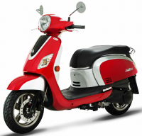 The Classic 200i is the big sister for the Classic125, slightly more grown up styling and a sort after fuel injected engine. Front and rear disc brakes with combined braking system (CBS), luggage rack, digital dash with clock and ultra bright LED lights.